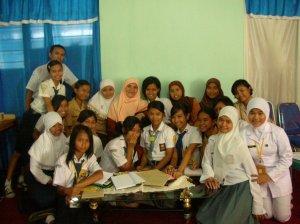 Para siswa yang engikuti workshop di Poliwali